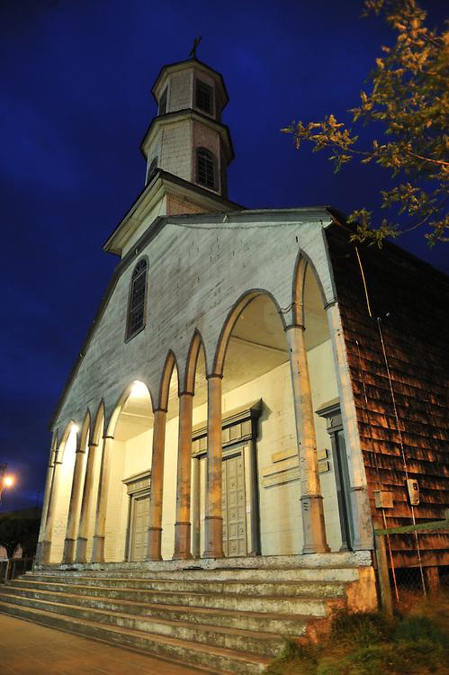 Iglesia de Dalcahue / Chiloé / Chile.<br /> <br /> Edición de 3 | Víctor Santamaría.