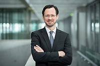 11 FEB 2020, BERLIN/GERMANY:<br /> Dirk Wiese, MdB, SPD, Sprecher Seeheimer Kreis, Deutscher Bundestag, Reichstagsgeaeude und Paul-Loebe-Haus<br /> IMAGE: 20200211-01-035