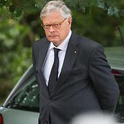 NLD/Lage Vuursche/20130816 - Uitvaart prins Friso, aankomst dominee Carel ter Linden