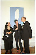 Maureen Paley, Sadie Coles and Nicholas Logsdail. Royal Academy annual dinner. Royal Academy. Picadilly. 30 May 2002. © Copyright Photograph by Dafydd Jones 66 Stockwell Park Rd. London SW9 0DA Tel 020 7733 0108 www.dafjones.com