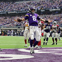 MINNEAPOLIS, MN - OCTOBER 14: Kirk Cousins #8 of the Minnesota Vikings runs into the end zone with the ball for a touchdown in the third quarter of the game against the Arizona Cardinals at U.S. Bank Stadium on October 14, 2018 in Minneapolis, Minnesota. (Photo by Adam Bettcher/Getty Images) *** Local Caption *** Kirk Cousins