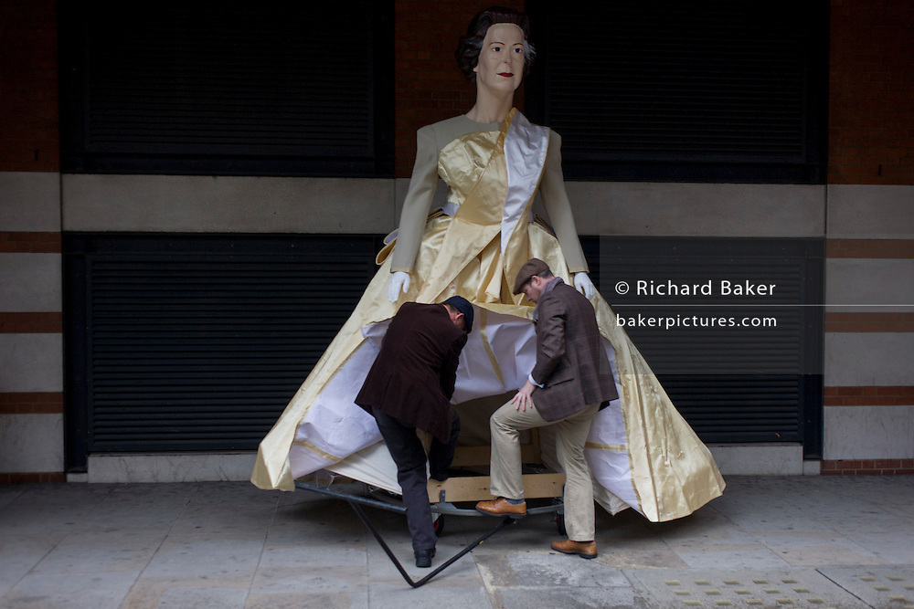 London 14th November 2015. Effigies of Queen Elizabeth are ready before the Lord Mayor's Show in the City of London, the capital's ancient financial district founded by the Romans in the 1st Century. This is the pageant's 800th birthday and the 250 year-old horse-drawn guided State Coach will be pulled through the medieval streets with the newly-elected Mayor along with 7,000 others. This first took place in 1215 making it the oldest and longest civil procession in the world which survived both Bubonic plague and the Blitz. Richard Baker / Alamy Live News