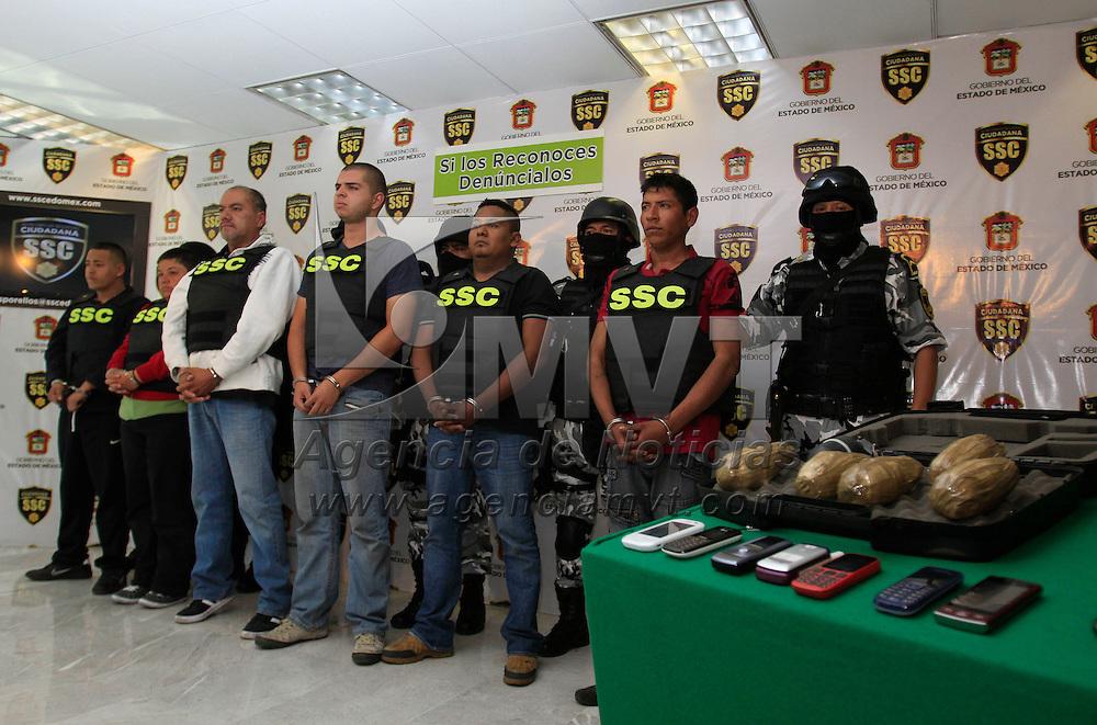 """Toluca, México.- La Secretaria de Seguridad Ciudadana informo  la captura de 6 presuntos integrantes del grupo delictivo Los Caballeros Templarios, responsables de la colocación de mantas en contra del """"Z-40"""" jefe de los Zetas. Agencia MVT / Crisanta Espinosa"""