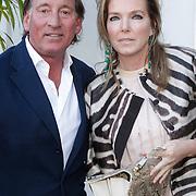 NLD/Naarden/20120422 - Inloop gasten verjaardagsfeest Monique des Bouvrie, Theo Dietz en partner Mariska