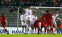 BRUXELLES BRUSSELS 28/04/2004 SPORT / FOOTBALL  VOETBAL / RODE DUIVELS - DIABLES ROUGES  / TURKEY - BELGIUM / VRIENDSCHAPPELIJKE WEDSTRIJD BELGIE - TURKIJE / MATCH AMICAL BELGIQUE - TURQUIE /<br /> BUT WESLEY SONCK<br /> / PICTURE JIMMY BOLCINA - PHILIPPE CROCHET - VINCENT KALUT ©PHOTO NEWS