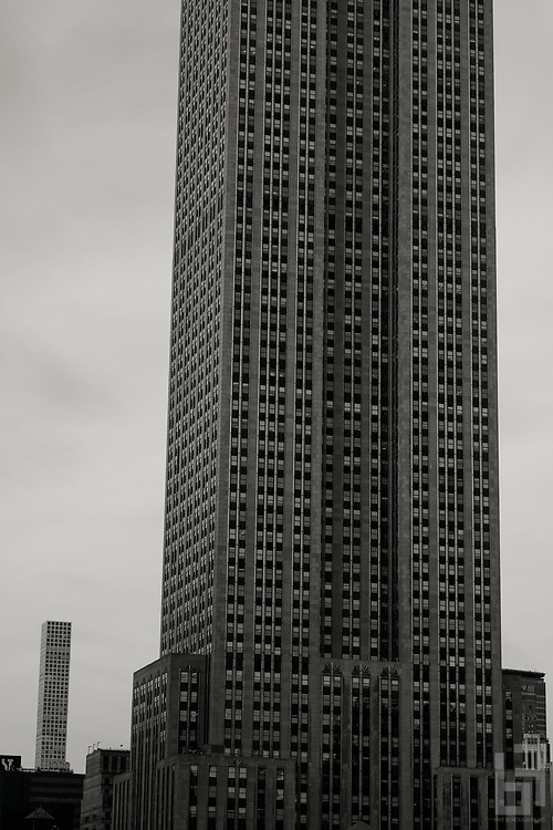 Like a film still from an old western, two icons stand in opposition to each other,  the slim form of SLCE Architects  Rafael Viñoly's newborn 432 Park Avenue appearing to have been extruded from the side of William Lambs's 1930s Empire State building.