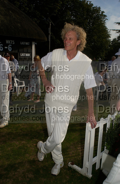 Tony Dron, The Duke of Richmond and Gordon's X1 V The Earl of March and Kinrara's X1. Cricket match before the Goodwood Revival meeting, 2 September 2004. SUPPLIED FOR ONE-TIME USE ONLY-DO NOT ARCHIVE. © Copyright Photograph by Dafydd Jones 66 Stockwell Park Rd. London SW9 0DA Tel 020 7733 0108 www.dafjones.com