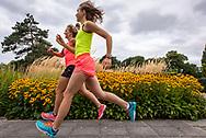 Runners Nicolet (in geel) en Linda.