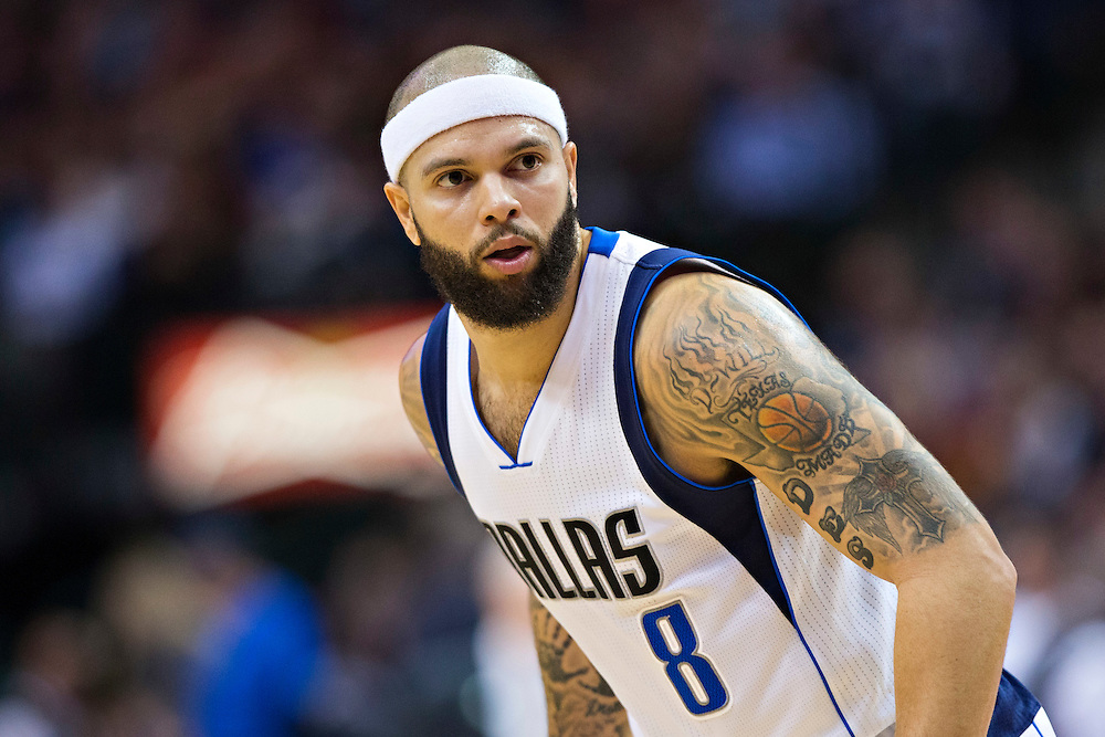 DALLAS, TX - JANUARY 12:  Deron Williams #8 of the Dallas Mavericks playing defense against the Cleveland Cavaliers at American Airlines Center on January 12, 2016 in Dallas, Texas.  NOTE TO USER: User expressly acknowledges and agrees that, by downloading and or using this photograph, User is consenting to the terms and conditions of the Getty Images License Agreement.  The Cavaliers defeated the Mavericks 110-107.  (Photo by Wesley Hitt/Getty Images) *** Local Caption *** Deron Williams