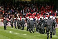 ◊Copyright:<br />GEPA pictures<br />◊Photographer:<br />Christian Singer<br />◊Name:<br />Polizeisperre<br />◊Rubric:<br />Sport<br />◊Type:<br />Fussball<br />◊Event:<br />T-Mobile Bundesliga, FK Austria Magna Wien vs GAK Graz<br />◊Site:<br />Wien, Austria<br />◊Date:<br />05/05/05<br />◊Description:<br />Austria Fans stuermen das Spielfeld, Polizeisperre vor GAK Sektor<br />◊Archive:<br />GEPA-0505051727<br />◊RegDate:<br />05.05.2005<br />◊Note:<br />8 MB - TM/DM - Nutzungshinweis: Es gelten unsere Allgemeinen Geschaeftsbedingungen (AGB) bzw. Sondervereinbarungen in schriftlicher Form. Die AGB finden Sie auf www.GEPA-pictures.com.<br />Use of picture only according to written agreements or to our business terms as shown on our website www.GEPA-pictures.com.