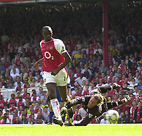 Foto: Peter Spurrier, Digitalsport<br /> NORWAY ONLY<br /> <br /> 15/05/2004  - 2003/04 Premiership Football - Arsenal v Leicester City<br /> <br /> Patrick Vieira puts it beyond doubt, beat Ian Walker to score second and winner.