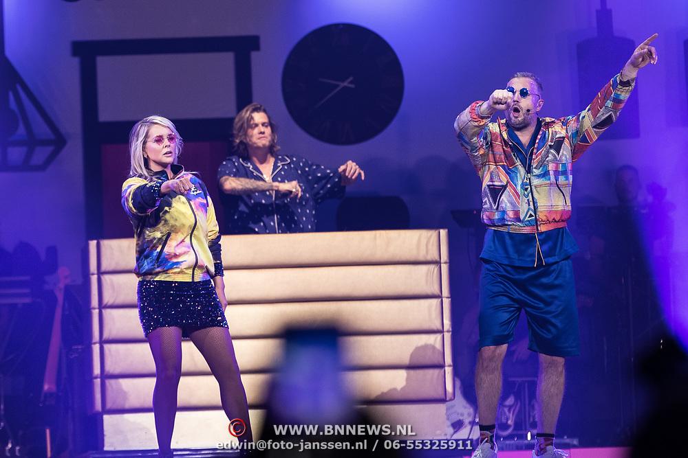 NLD/Amsterdam/20191115 - Chantals Pyjama Party in Ziggo Dome, Tony Junior met Chantal Janzen en Tijl Beckand