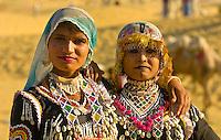Rajasthani women in traditional desert costume, Sam Sand Dunes, Thar Desert, near Jaisalmer, Rajasthan, India