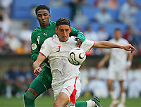 v.l. Mohammed Noor, Karim Haggui Tunesien<br /> Fussball WM 2006 Tunesien - Saudi-Arabien<br /> Tunisia - Saudia-Arabia<br /> <br />  Norway only
