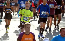 01-11-2015 USA: NYC Marathon We Run 2 Change Diabetes day 4, New York<br /> De dag van de marathon, 42 km en 195 meter door de straten van Staten Island, Brooklyn, Queens, The Bronx en Manhattan / Antonio
