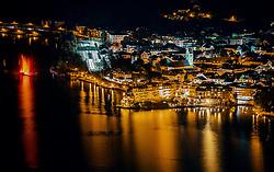 THEMENBILD - die Stadtlichter und die Gebäude spiegeln sich in der Nacht im Zeller See, aufgenommen am 22. September 2019 in Zell am See, Oesterreich // the city lights and the buildings are reflected in the night in the Zeller lake in Zell am See, Austria on 2019/09/22. EXPA Pictures © 2019, PhotoCredit: EXPA/ JFK