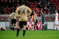 18-03-2009 VOETBAL: UEFA CUP: AJAX - OLYMPIQUE MARSEILLE: AMSTERDAM<br /> Ajax speelt gelijk, 2-2 in de verlenging, en is uitgeschakeld in Europa / Scheidsrechter Florian Meyer geeft rood aan Bruno Silva<br /> ©2009-WWW.FOTOHOOGENDOORN.NL