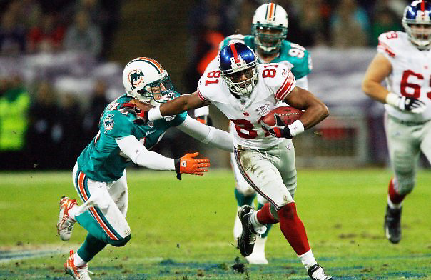 ACTION FROM THE FIRST NFL INTERNATIONAL SERIES GAME BETWEEN THE NEW YORK GIANTS AND THE MIAMI DOLPHINS.<br /> <br /> AT WEMBLEY STADIUM, LONDON.<br /> PICTURE MARK DAVISON PLPA.