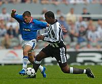 Fotball<br /> Treningskamper England<br /> 31.07.2004<br /> Foto: SBI/Digitalsport<br /> NORWAY ONLY<br /> <br /> Newcastle United v Glasgow Rangers<br /> <br /> Rangers' Nacho Novo (L) tries to get past Newcastle's Titus Bramble