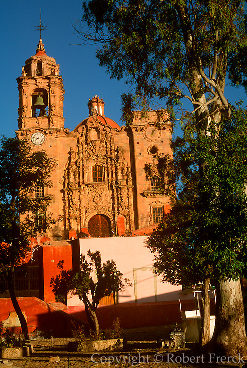 MEXICO, COLONIAL CITIES, GUANAJUATO La Valenciana Church built in 1765, churriqueresque style, by Valenciana silver mine baron Conde de Rul