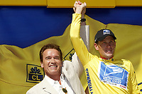 Sykkel<br /> Tour de France 2003<br /> Foto: Digitalsport<br /> <br /> NORWAY ONLY<br /> <br /> CYCLING - TOUR DE FRANCE 2003 - STEP11 - NARBONNE > TOULOUSE - 17072003 - PHOTO: JULIEN CROSNIER / DPPI<br /> LANCE ARMSTRONG (USA) / US POSTAL SERVICE WITH ARNOLD SCHWARZENEGER (USA)