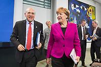 11 MAR 2015, BERLIN/GERMANY:<br /> Angel Gurría (L), OECD-Generalsekretaer, und Angela Merkel (R), CDU, Bundeskanzlerin, im Gespaech, nach einer Pressekonferenz nach einem Gespraech der Bundeskanzlerin mit den Vorsitzenden internationaler Wirtschafts- und Finanzorganisationen, Infosaal, Bundeskanzleramt<br /> IMAGE: 20150311-02-044