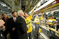 04 MAY 2009, EISENACH/GERMANY:<br /> Christoph Matschie, SPD Landes- und Fraktionsvorsitzender Thueringen, und Frank-Walter Steinmeier, SPD, Bundesaussenminister, im Gespraech mit einem Mitarbeiter, (v.L.n.R.), waehrend dem Besuch des Opel Werks Eisenach, Opel Eisenach GmbH<br /> IMAGE: 20090504-01-062<br /> KEYWORDS: Arbeiter, Gespräch, Werksbesichtigung