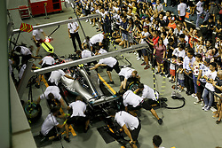 September 13, 2018 - Singapore, Singapore - Motorsports: FIA Formula One World Championship 2018, Grand Prix of Singapore, . pit stop Mercedes AMG Petronas Motorsport  (Credit Image: © Hoch Zwei via ZUMA Wire)