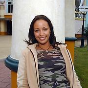 Acteurs bezoeken Six Flags Biddinghuizen, Sonja Silva