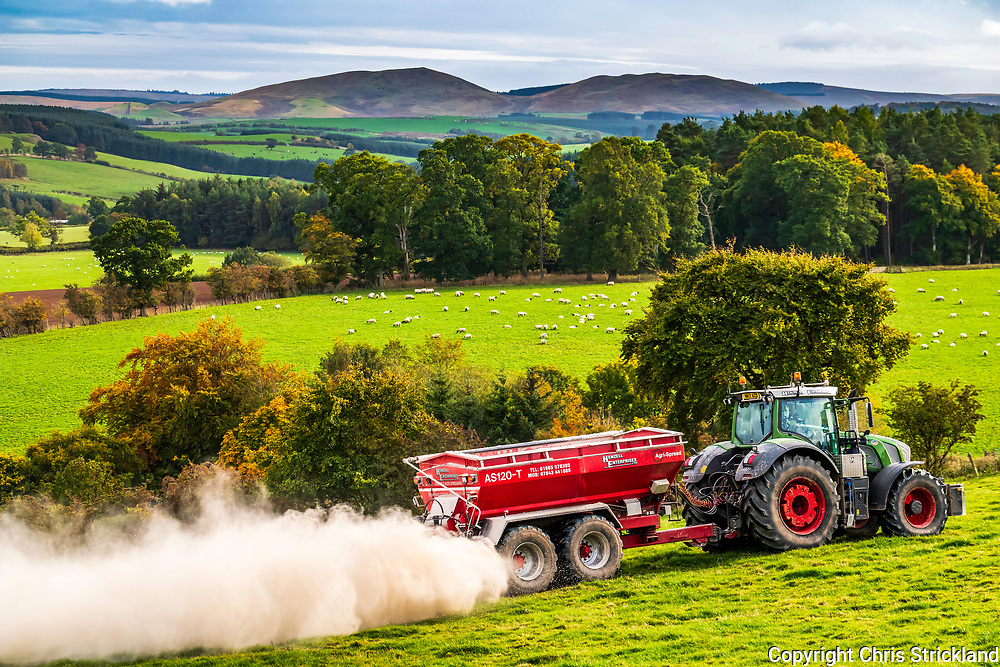 Oxnam, Jedburgh, Scottish Borders, UK. 5th October 2018. A farmer creates a smoke screen while spreading lime at Oxnam Neuk in the Borders. Lime helps reduce soil acidity by increasing pH levels.