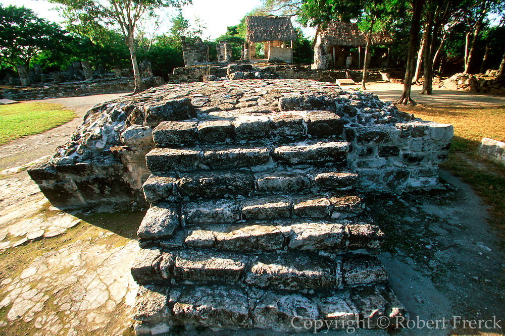 MEXICO, COZUMEL, MAYAN San Gervasio; shrine of Ix Chel