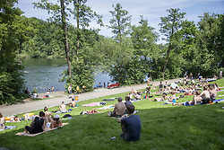 June 11, 2017 - Berlin, Germany - People enjoy the sun at the lake Schlachtensee, whit the temperature reaching almost 30 degrees Celsius in Berlin, Germany on June 11, 2017. (Credit Image: © Emmanuele Contini/NurPhoto via ZUMA Press)