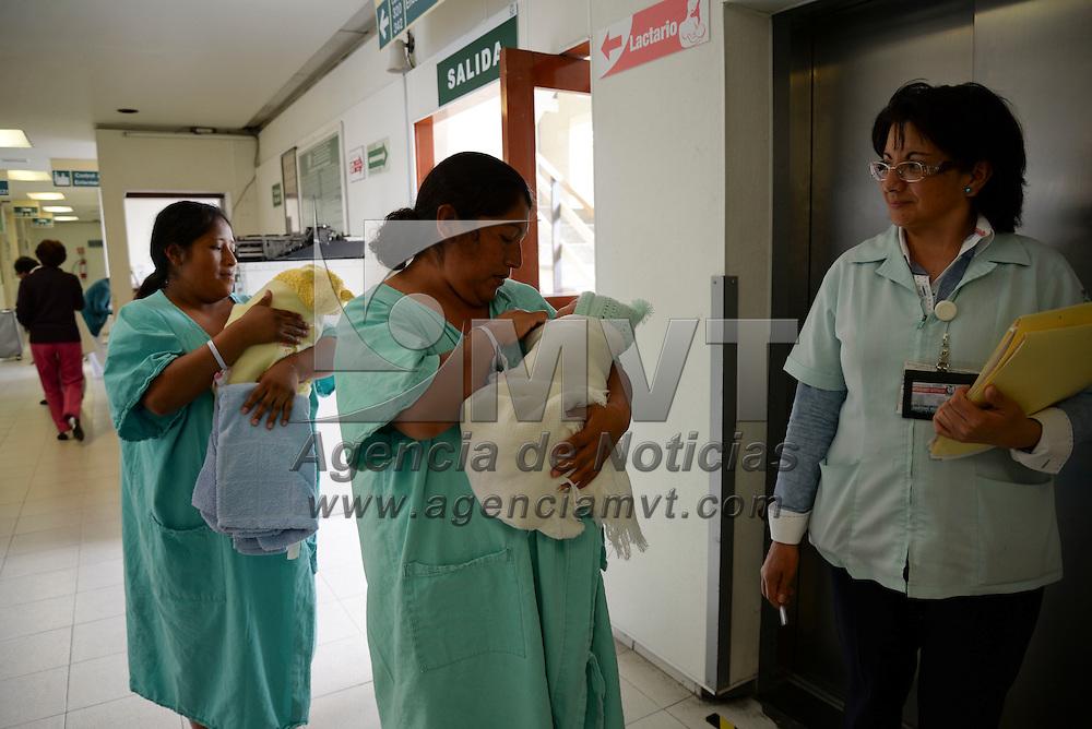 Toluca, México.- Durante un recorrido por el Hospital de Gineco Obstetricia 221 del IMSS se mostraron las medidas de seguridad que se siguen con las pacientes y los niños que nacen en este nosocomio. Agencia MVT / Crisanta Espinosa