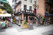 Brooklyn, NY - June 21, 2020: Customers in front of Bed-Vyne Brew in Bedford-Stuyvesant.<br /> <br /> Photos by Clay Williams.<br /> <br /> © Clay Williams / claywilliamsphoto.com