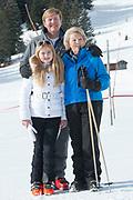 Fotosessie met de koninklijke familie in Lech /// Photoshoot with the Dutch royal family in Lech .<br /> <br /> Op de foto/ On the photo: Koning Willem Alexander, Prinses Amalia en Prinses Beatrix ///// King Willem Alexander, Princess Amalia with Princess Beatrix