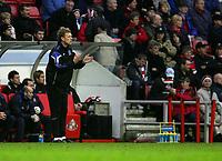 Photo: Andrew Unwin.<br />Sunderland v Everton. The Barclays Premiership. 31/12/2005.<br />Everton's under-pressure manager, David Moyes, applauds his team.