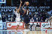 DESCRIZIONE : Caserta Lega serie A 2013/14  Pasta Reggia Caserta Acea Virtus Roma<br /> GIOCATORE : bobby jones<br /> CATEGORIA : controcampo tiro tre punti <br /> SQUADRA : Acea Virtus Roma<br /> EVENTO : Campionato Lega Serie A 2013-2014<br /> GARA : Pasta Reggia Caserta Acea Virtus Roma<br /> DATA : 10/11/2013<br /> SPORT : Pallacanestro<br /> AUTORE : Agenzia Ciamillo-Castoria/GiulioCiamillo<br /> Galleria : Lega Seria A 2013-2014<br /> Fotonotizia : Caserta  Lega serie A 2013/14 Pasta Reggia Caserta Acea Virtus Roma<br /> Predefinita :