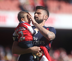 21 May 2017 London : Premier League - Arsenal v Everton :<br /> Oliver Giroud of Arsenal with his child.<br /> Photo: Mark Leech