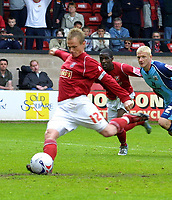 Photo: Dave Linney.<br />Walsall v Barnsley. Coca Cola League 1. 06/05/2006.<br />Walsall's Dean Keates makes it 1-1 from the spot