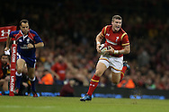 Scott Williams of Wales makes a run. Under Armour 2016 series international rugby, Wales v Argentina at the Principality Stadium in Cardiff , South Wales on Saturday 12th November 2016. pic by Andrew Orchard, Andrew Orchard sports photography
