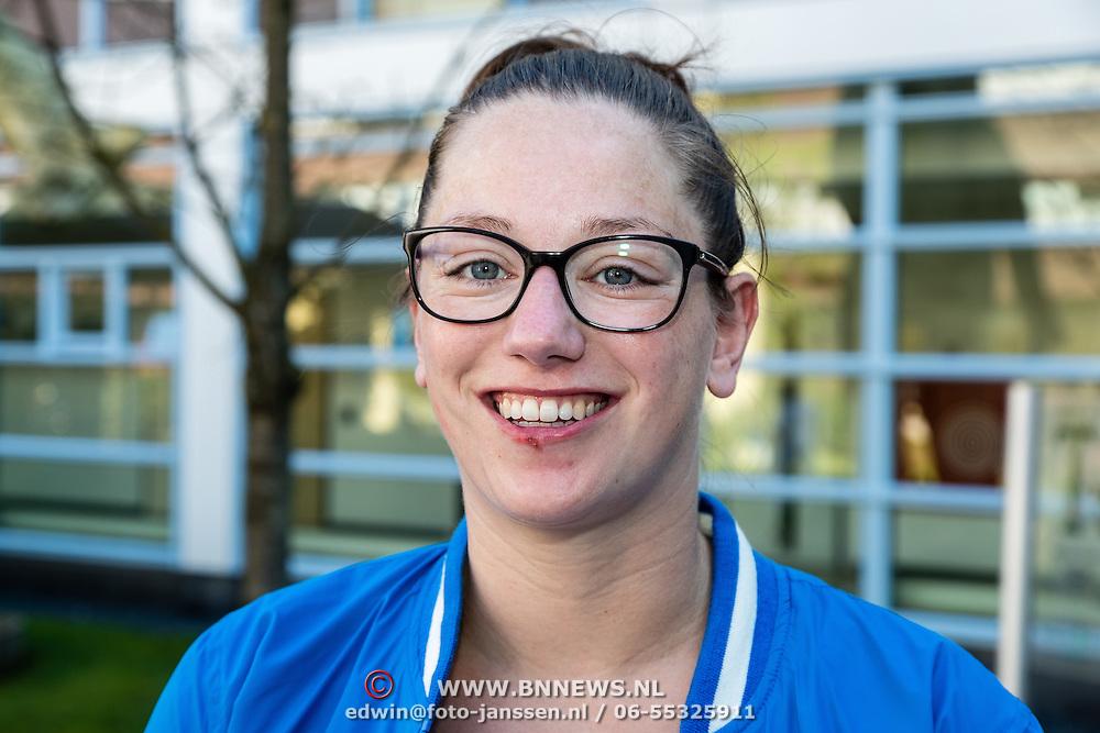 NLD/Utrecht/20160825 - Start Spieren voor Spieren actie, waterpolospeelster Iefke van Belkum
