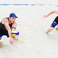25.07.2020, Düsseldorf / Duesseldorf, Merkur Spiel-Arena<br /> Beachvolleyball, comdirect Beach Tour, Top Teams, Nils Ehlers / Lars Flüggen / Flueggen vs. Mirco Gerson / Adrian Heidrich (SUI)<br /> <br /> Annahme Nils Ehlers / Lars Flüggen / Flueggen<br /> <br />   Foto © nordphoto / Kurth
