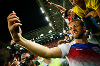 Colombia vs England MOSCOU, MO - 04.07.2018: COLOMBIA VS ENGLAND - England& 39;s HaraneKane is a selfie fan following England& 3qualatioatioation after a penalty shoot-out in a match between Colombia and England for the 2018 World Cup finals at the Otkrytie Arena in Moscow, Russia. (Photo: Marcelo Machado de Melo/Fotoarena) x1561803x PUBLICATIONxNOTxINxBRA MarceloxMachadoxdexMelo