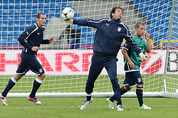 12.06.2012, Staedtisches Stadion, Posen, POL, UEFA EURO 2012, Italien, Training, im Bild  GIORGIO CHIELLINI, GIANLUIGI BUFFON, SEBASTIAN GIOVINCO during the during EURO 2012 Trainingssession of Italy national team, at the SMunicipal Stadium in Poznan, Poland on 2012/06/13