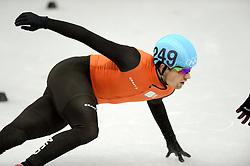 18-02-2014 SHORTTRACK: OLYMPIC GAMES: SOTSJI<br /> Freek van der Wart plaatst zich voor de volgende ronde samen met de Canadees Charle Cournoyer<br /> ©2014-FotoHoogendoorn.nl