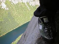 """Climbing """"Bare blåbær"""", Lofoten - Klatrer ruta """"Bare blåbær"""" i Lofoten"""