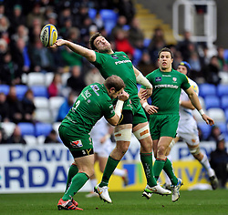 Tom Guest of London Irish looks to claim the kick-off - Photo mandatory by-line: Patrick Khachfe/JMP - Mobile: 07966 386802 11/01/2015 - SPORT - RUGBY UNION - Reading - Madejski Stadium - London Irish v Exeter Chiefs - Aviva Premiership