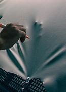 Tolentino, Poltrone Frau, creazione della plancia delle  Ferrari dagli artigiani di  Poltrone Frau. controllo delle pelli per eventuali difetti prima di essere portate in lavorazione