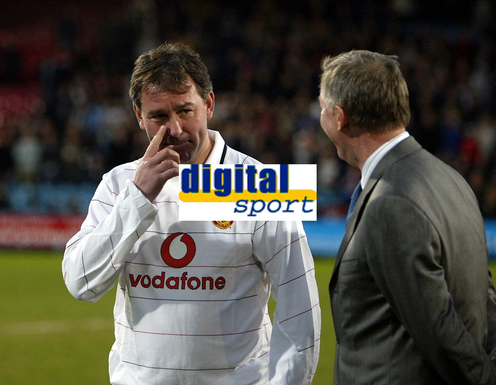 Photo: Chris Ratcliffe.<br /> Geoff Thomas Charity Event. Crystal Palace v Manchester United. 06/04/2006.<br /> Bryan Robson tells Sir Alex Ferguson to mind his own business before the game