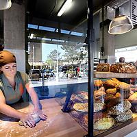 Nederland, Amsterdam , 19 april 2014.<br /> bakkerij Bbrood aan het Christiaan Huygensplein waar het brood aan dezelfde toonbank wordt verkocht én gemaakt.<br /> Foto:Jean-Pierre Jans